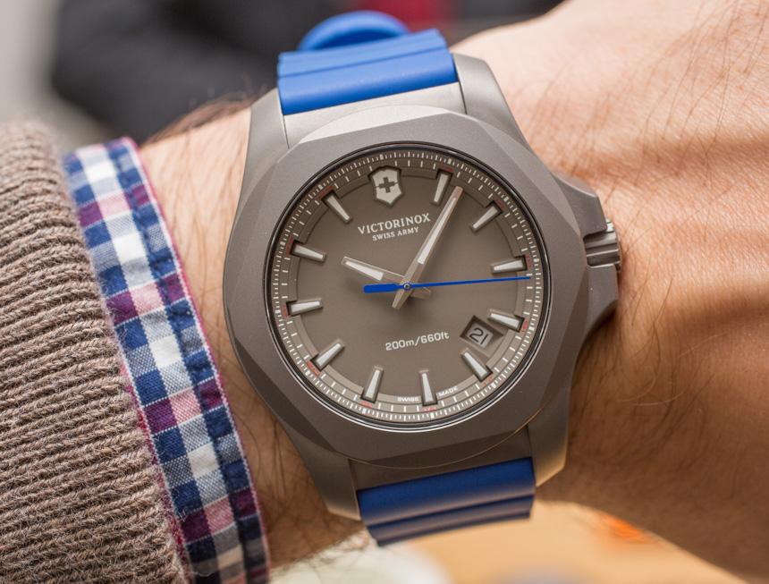 Victorinox Swiss Army INOX Titanium Replica Watch Hands-On